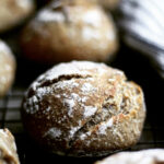 Grove æbleboller med havregryn, kardemomme & valnødder