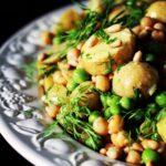Kartoffelsalat med kikærter & syrlig sennepsdressing