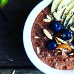 Overnight oats med kakao, rugkerner & chiafrø