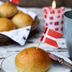 Bløde & nemme fødselsdagsboller med fuldkorn