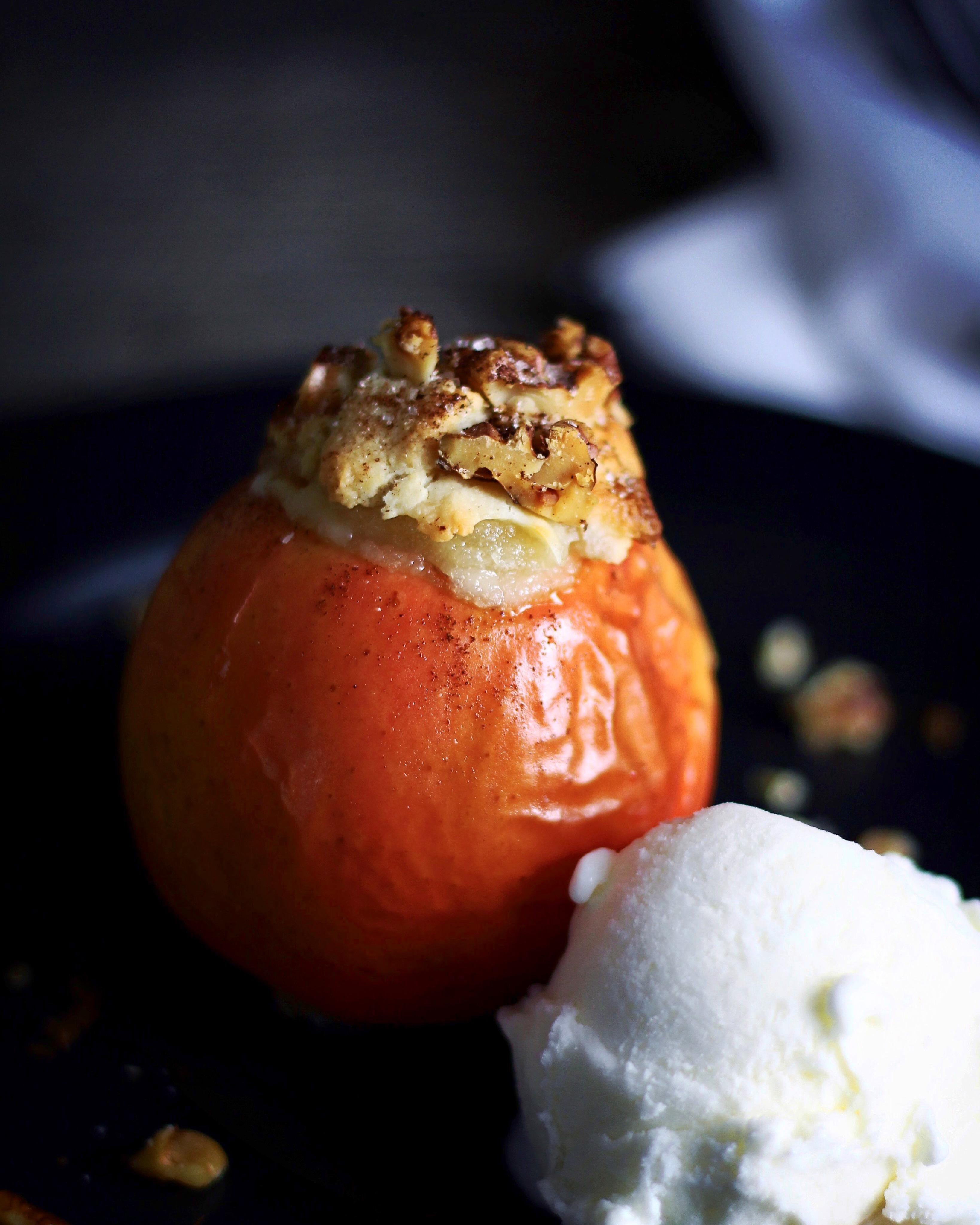Bagt æble med marcipan