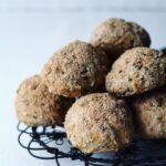 Sprøde grovboller med kerner & frø