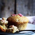 Rabarbermuffins med mandelmel & hvid chokolade