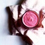 Hindbærsmoothie med blomkålsris, lime og vanille