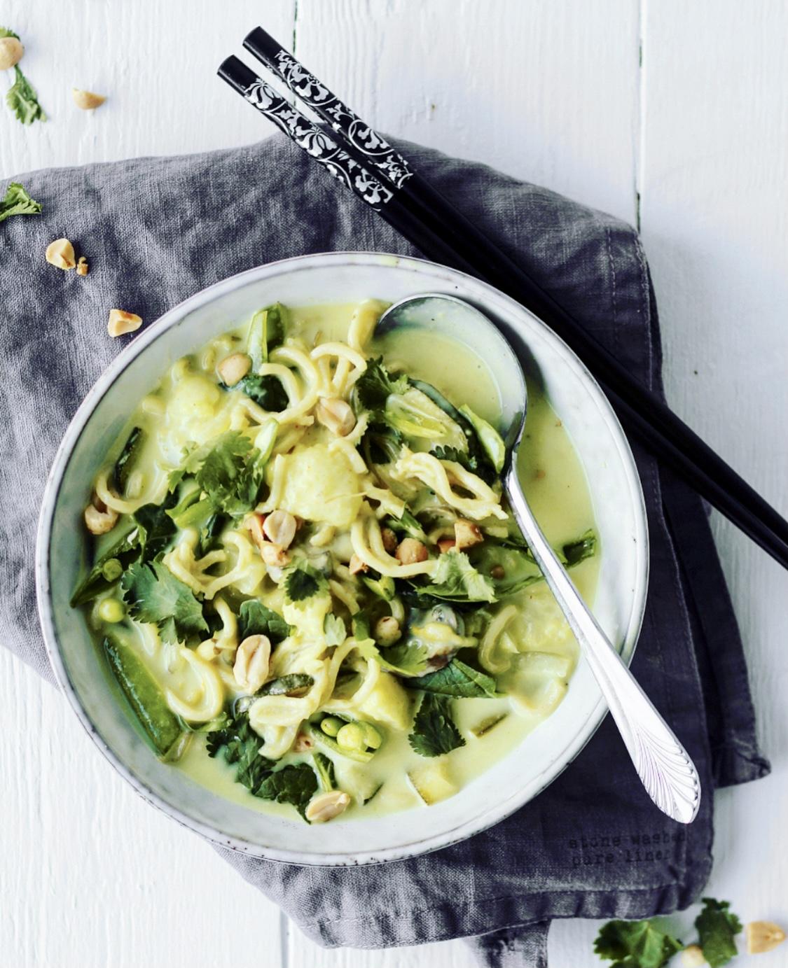 Thaisuppe med grøn karry og nudle
