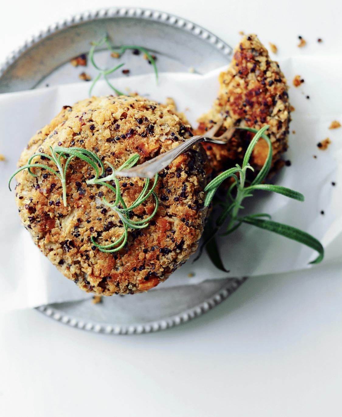 Bønnebøffer med quinoa og sød kartoffel