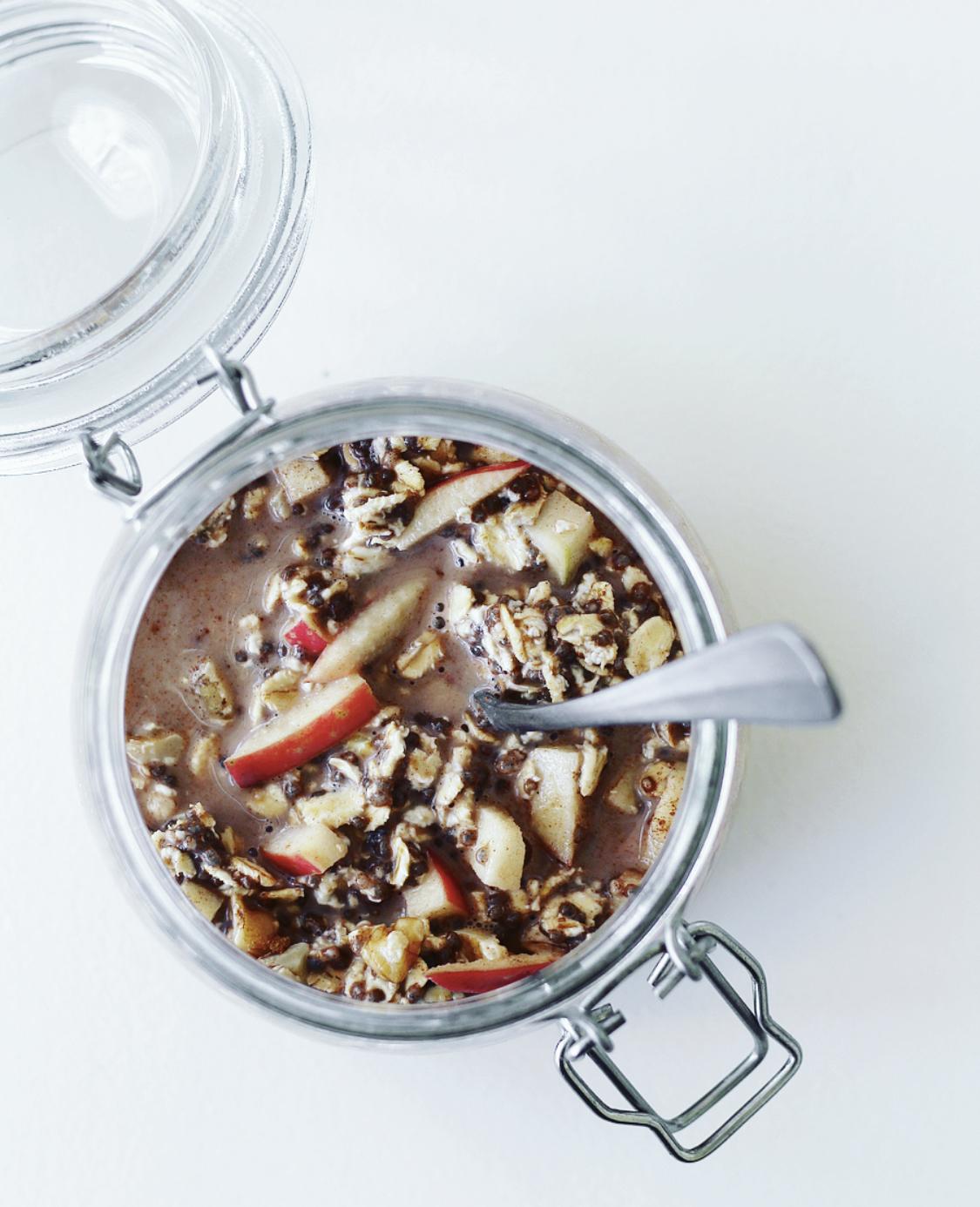 Overnight oats med æble, kanel og valnødder